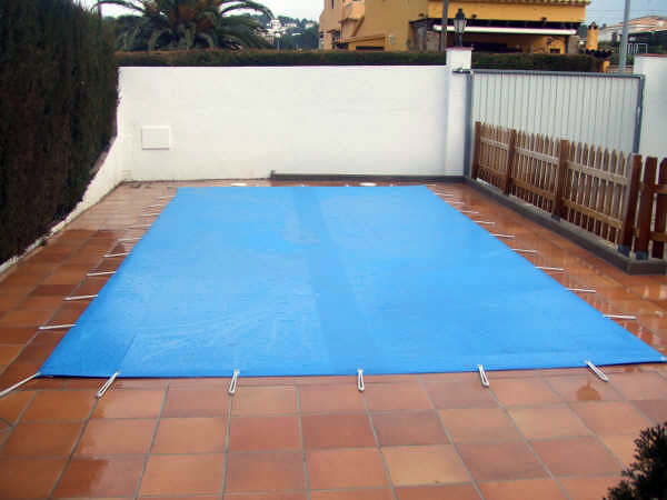 Foto cobertor de piscina de nortoldo 297813 habitissimo for Cobertor de piscina automatico