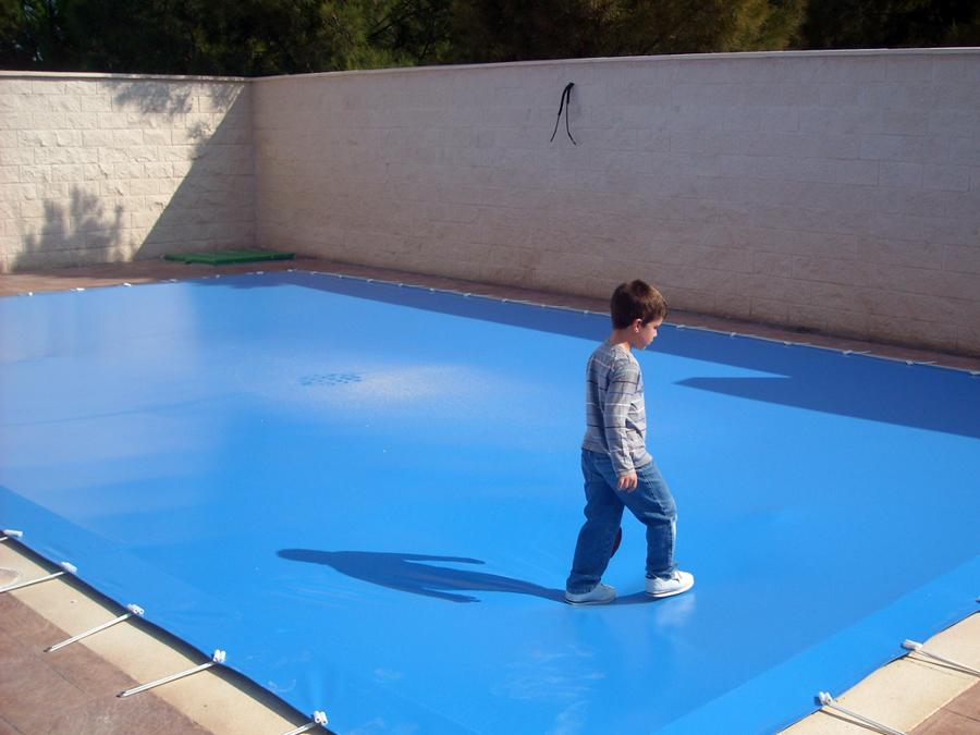 Foto cobertor de piscinas de tmtres 258238 habitissimo for Cobertor piscina carrefour
