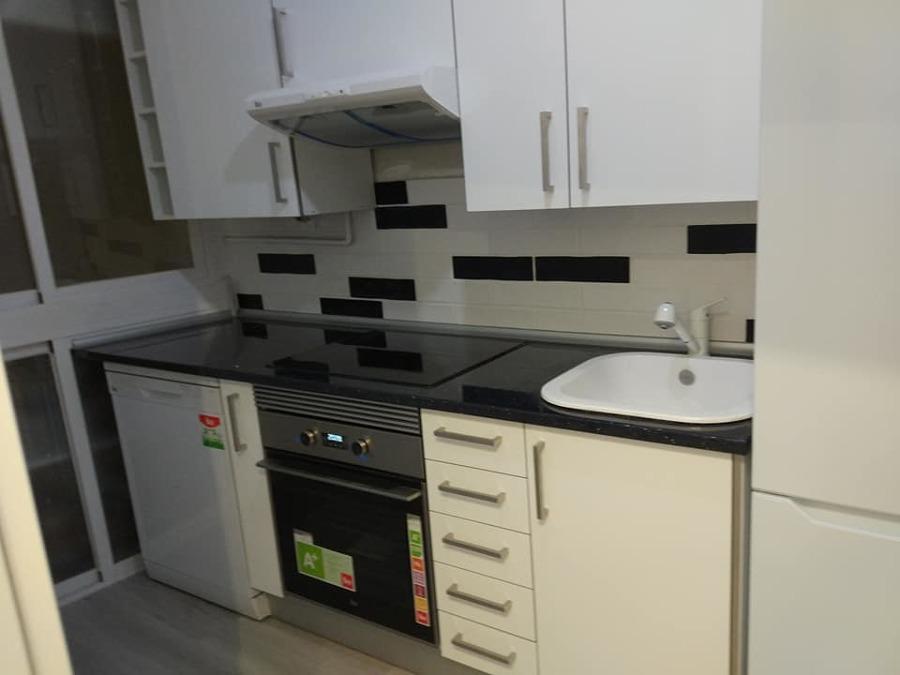 instalacion de cocina y suelo vinilo