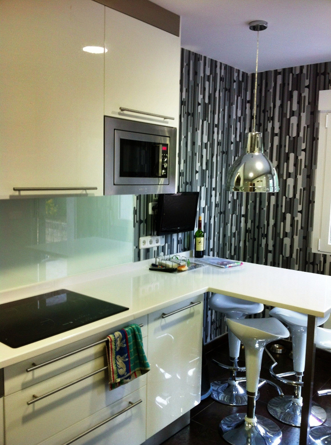 Foto cocina abstrak blanco ikea de coloco montajes e for Cocinas ikea opiniones