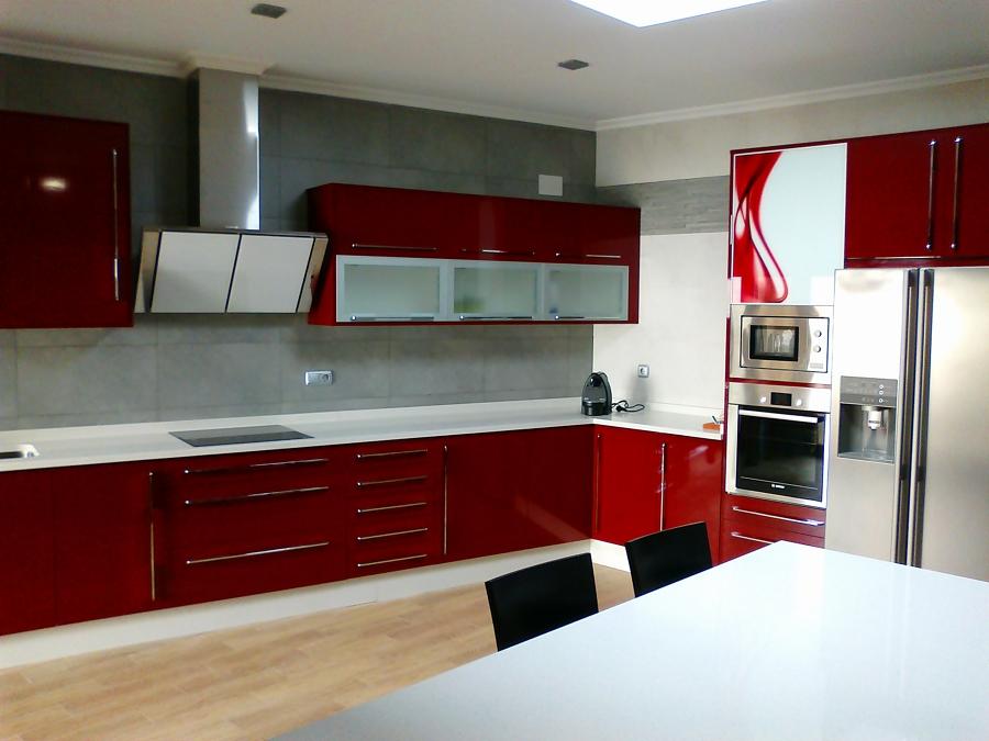 Foto cocina alto brillo roja de jose carlos arroyo arroyo 522048 habitissimo - Muebles arroyo ceuta ...