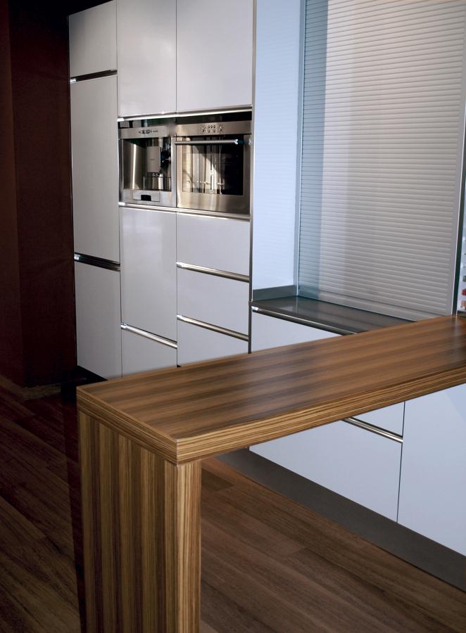 Foto cocina barra madera de decuina 153681 habitissimo for Como hacer una barra de cocina