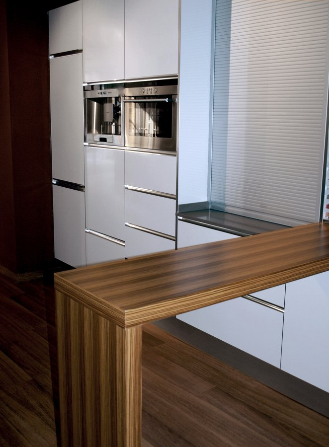 Foto cocina barra madera de decuina 153681 habitissimo for Barra cocina madera