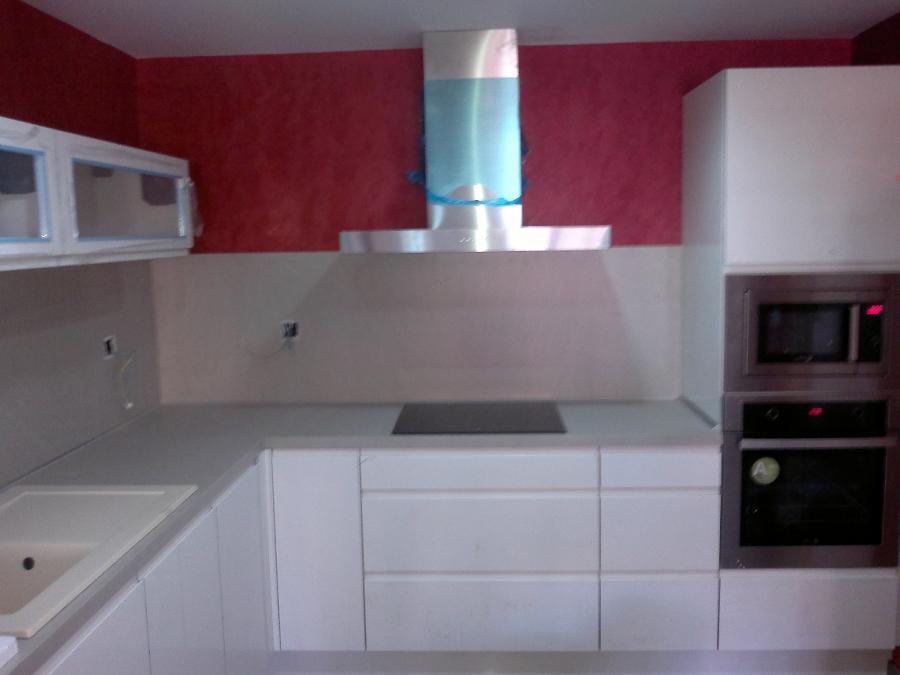 Foto cocina blanca lacada de victor 243532 habitissimo - Fotos de cocinas blancas ...