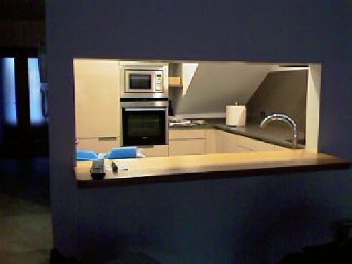Cocina con barra abierta al salón