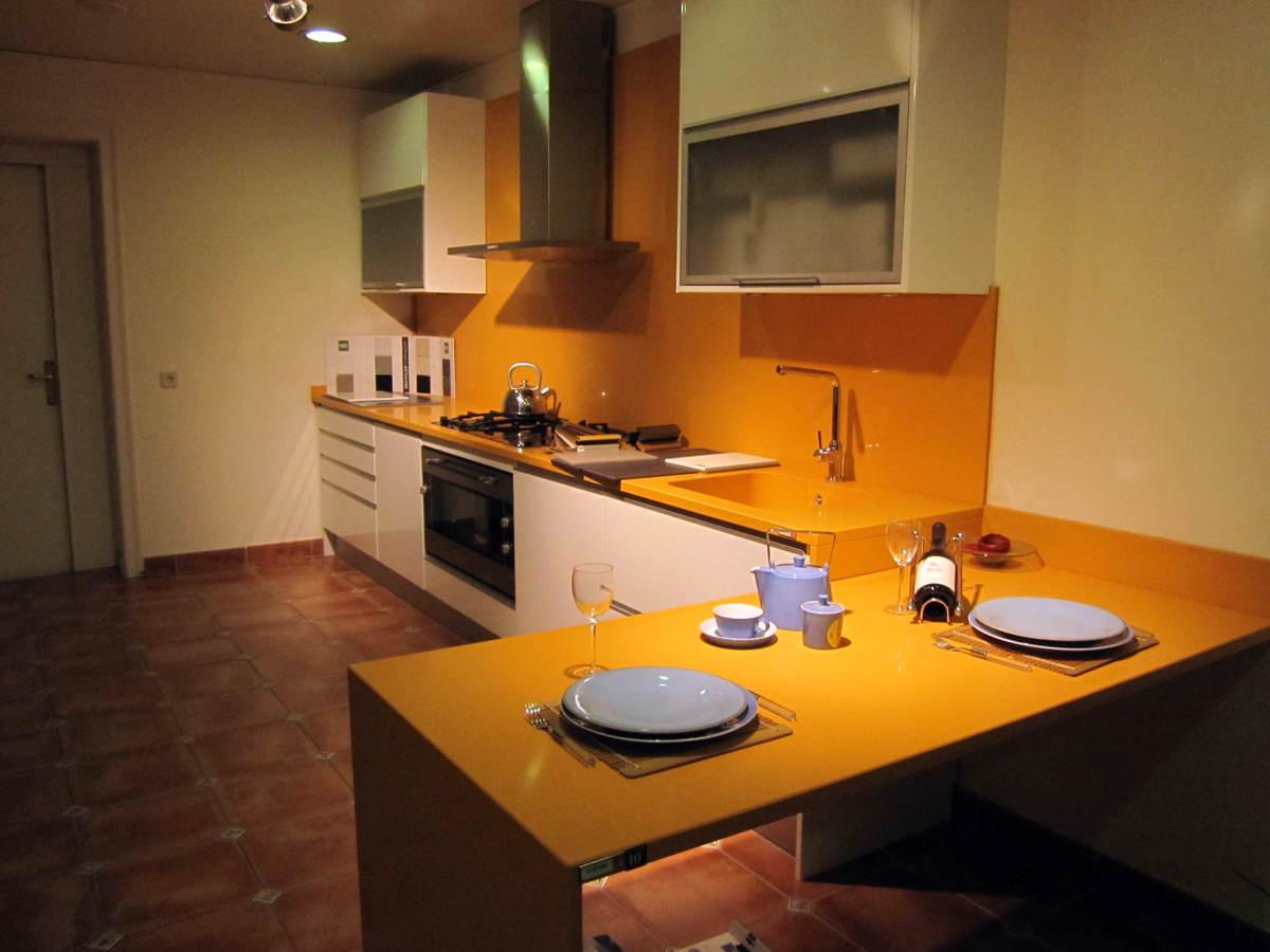 Foto cocina con barra desayuno de la nostra cuina 179843 - Barra cocina silestone ...