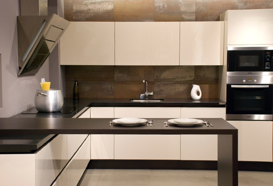 Foto cocina con mesa transici n del banco de cocina de for Mesa cocina con banco rinconera