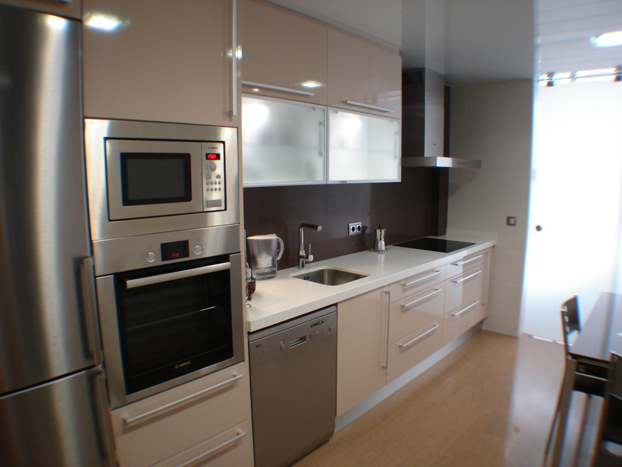 Foto cocina con silestone en pared de mj zayco sl 669979 for Silestone o marmol para cocina