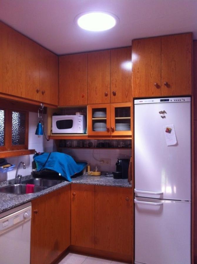 Foto cocina convertida de una cueva a un puesto de for Trabajo cocina asturias