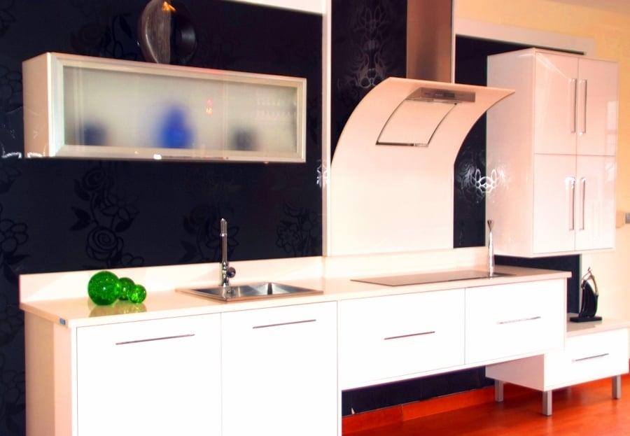 cocina de formica con muebles bajos especiales