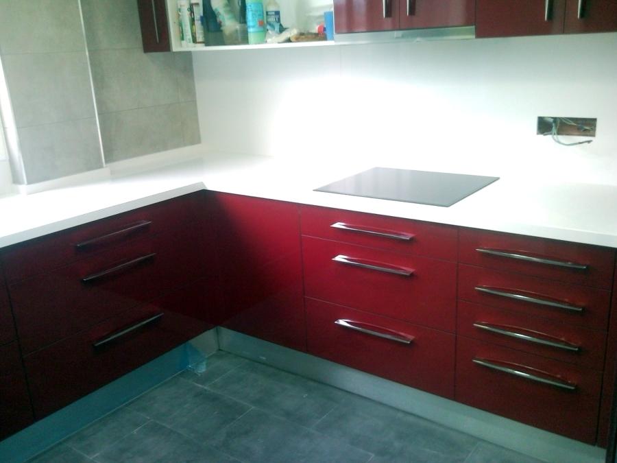 Foto cocina de formica rojo de jcampos carpinteria - Cocina de formica ...