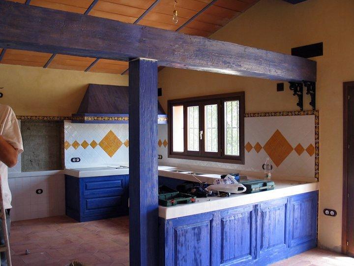 Cocina  de madera maciza tratada con chorro de arena