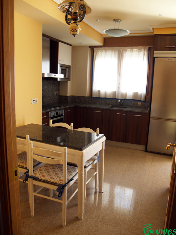 Cocina de piso en Villanueva de Gállego (Zaragoza) diseñada para alquiler