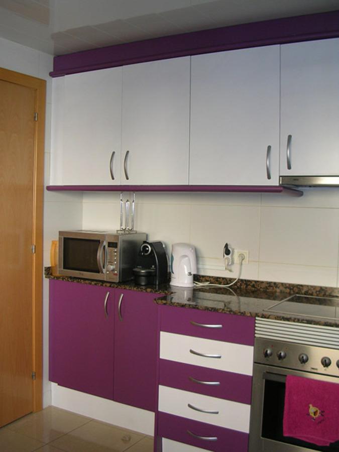 Foto cocina despues 1 de maderaypintura rotciv 741215 for Habitissimo cocinas