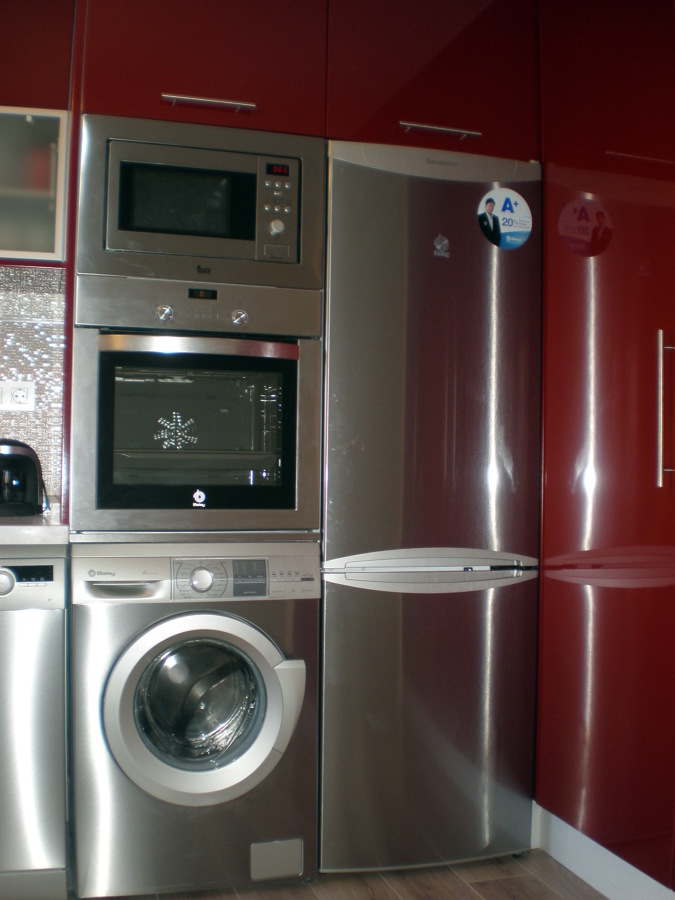 Foto cocina electrodomesticos integrados de corema for Cocina con electrodomesticos
