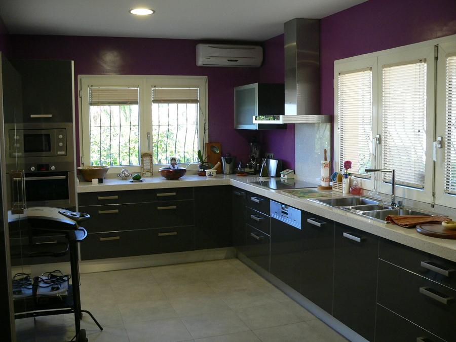 Foto cocina en brillo gris antracita de basika estudio for Habitissimo cocinas