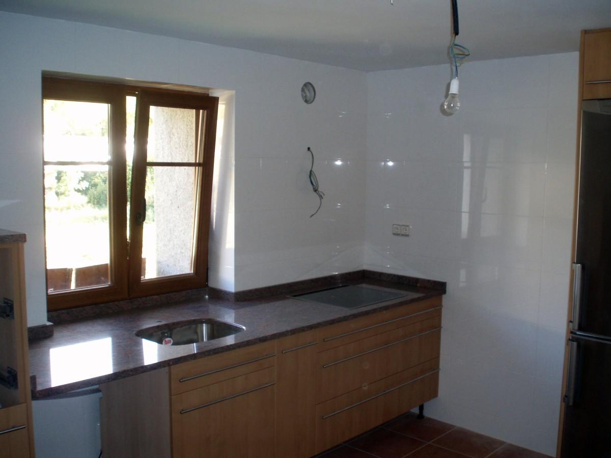Foto cocina en casa de pueblo de construcciones don zar s - Cocinas de pueblo ...