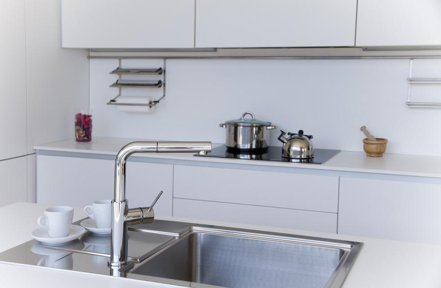 Foto cocina en polilaminado blanco mate de miravent - Cocinas xey barcelona ...