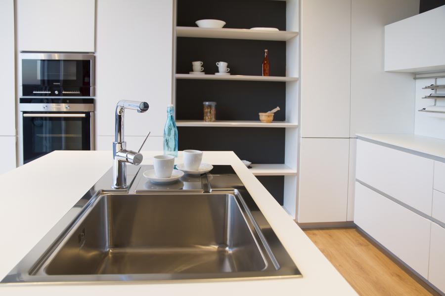 Foto cocina en polilaminado blanco mate de miravent - Cocinas en pontevedra ...
