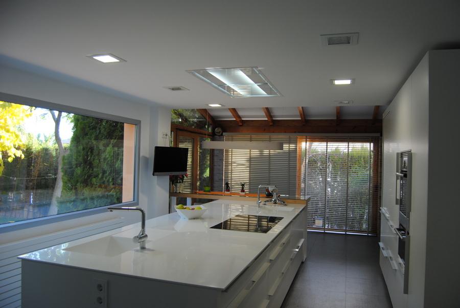 Foto cocina isla central de moncly 650520 habitissimo for Cocina integral con isla central
