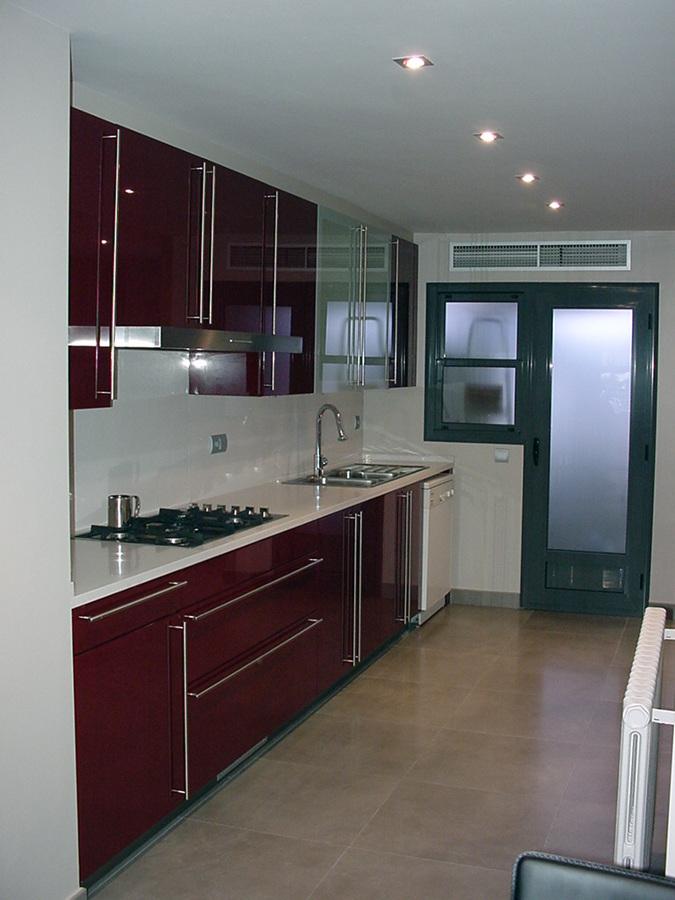 Foto cocina lacada alto brillo de e closion ambientes de for Muebles de cocina baratos malaga