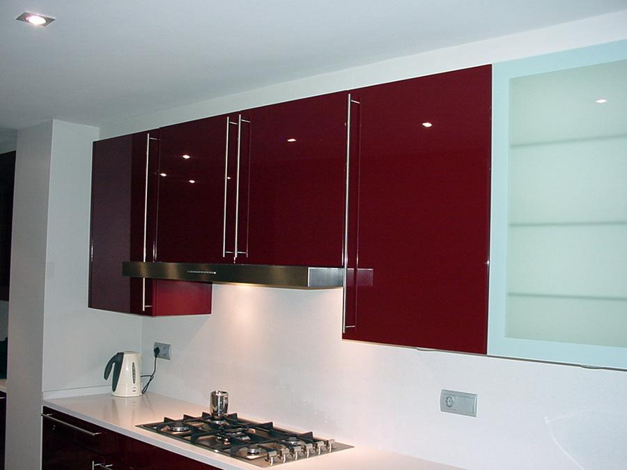 Foto cocina lacada alto brillo de e closion ambientes de - Mueble alto cocina ...