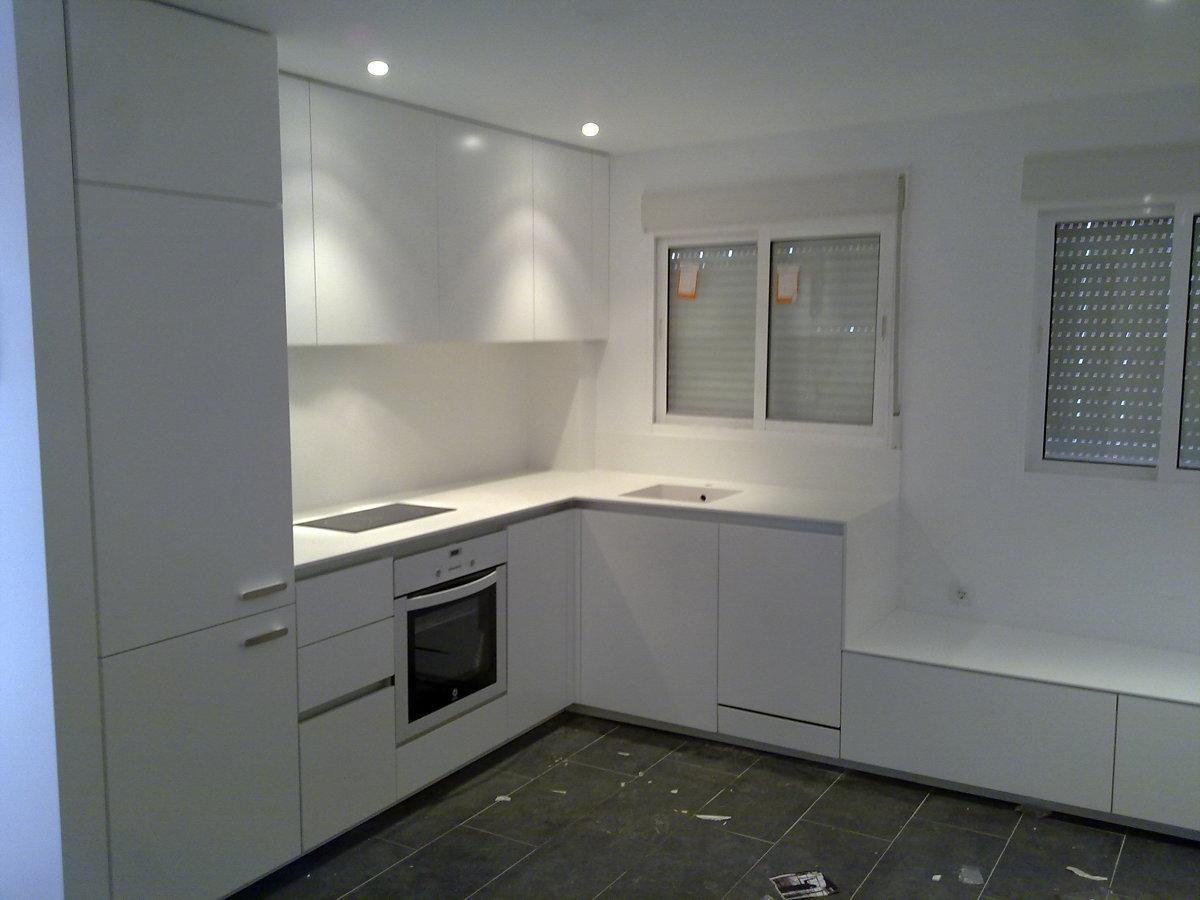 Foto cocina lacada blanco de h ctor cortes fandos 168659 - Cocinas lacadas en blanco ...