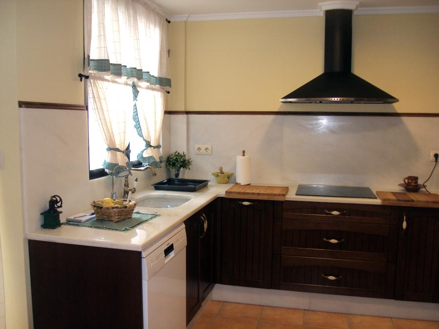 Foto cocina madera roble 2 de rovifort multiservicios - Cocinas de madera de roble ...