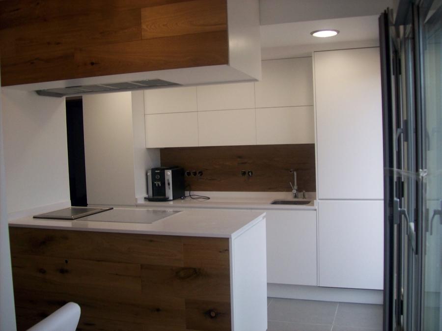 Foto cocina minimalista lacado madera de bricolage las for Puertas de cocina minimalistas