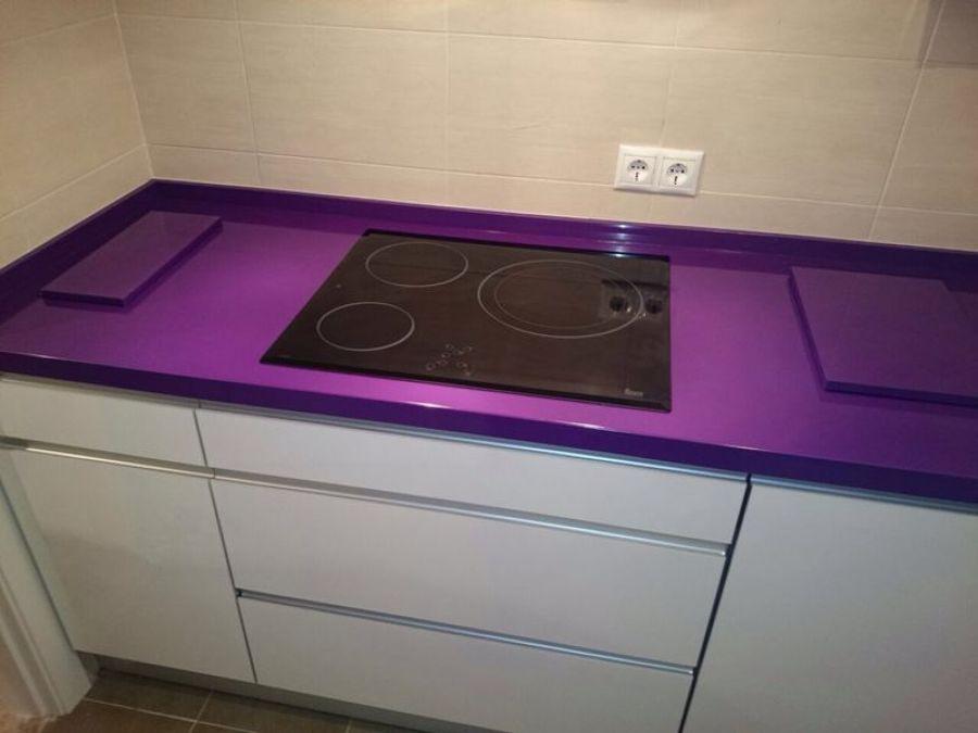 Foto cocina moderna sin tirador de elenko cocinas 713367 for Plateros de cocina modernos