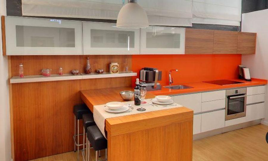 Cocina nogal encimera naranja