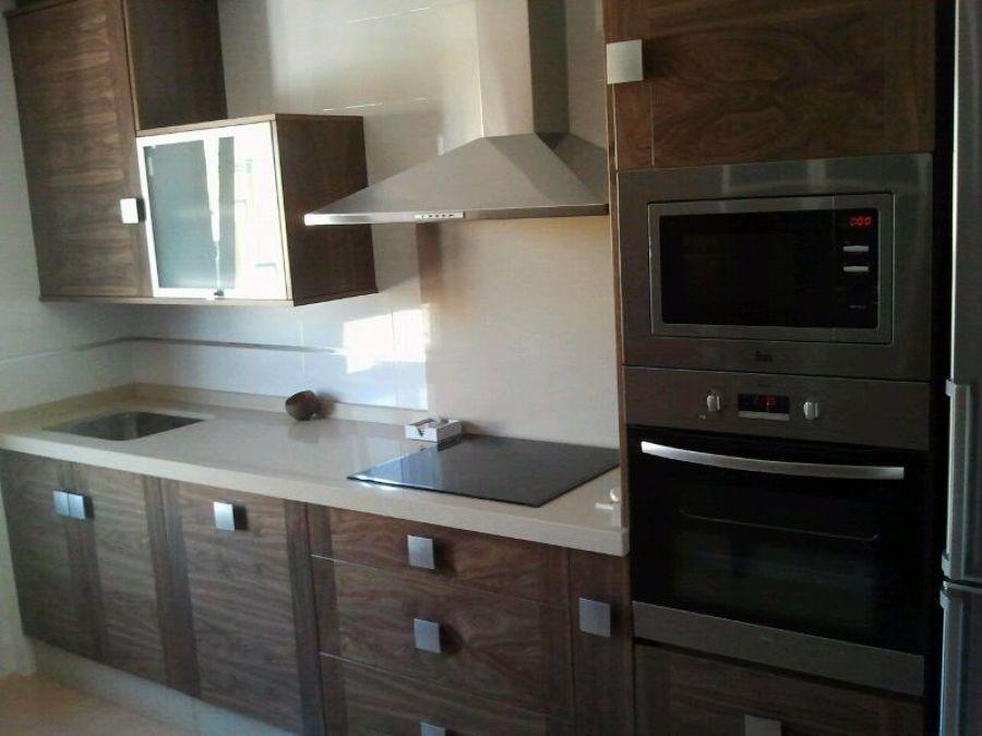 Foto cocina nogal de carpellhermanos carpinteria 449308 - Muebles cocina tarragona ...