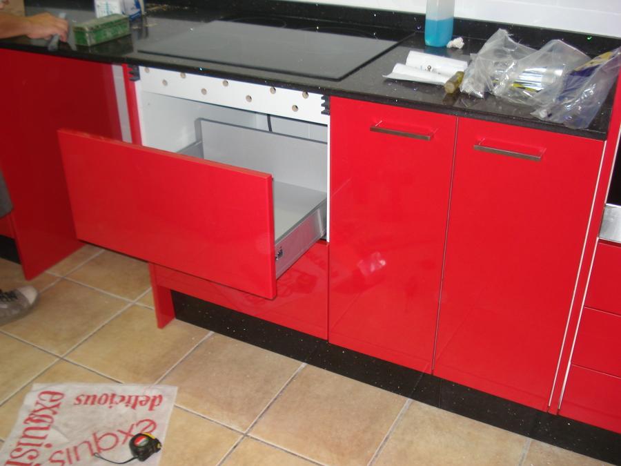 Cocina rojo ferrari for Cocinas ferrati
