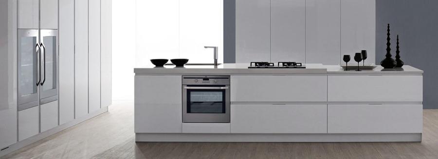 Foto cocina rooms de cocinobra alice gola de rooms de for Muebles de cocina baratos malaga