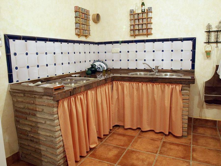Foto cocina rustica de carpinteria orihuela 439173 for Ideas para cocinas pequenas rusticas