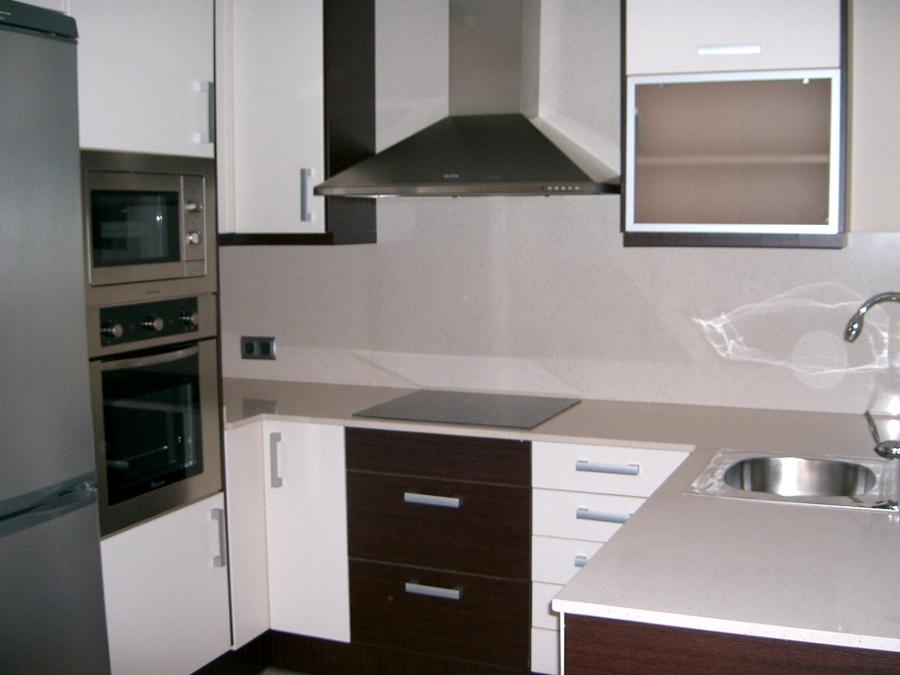 Foto cocina wengu con blanco brillo de hvcuines 357723 - Azulejos cocina blanco brillo ...