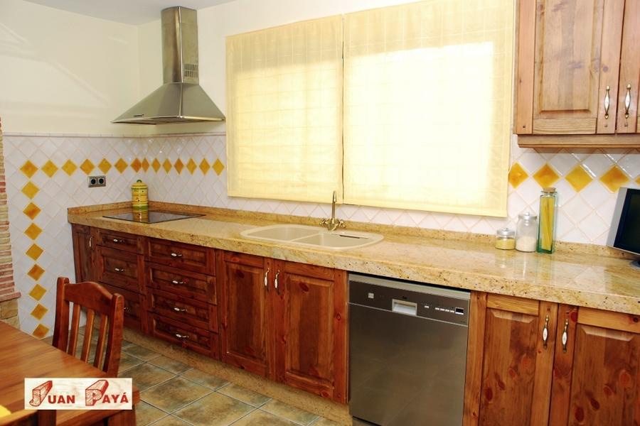 Foto cocinas r sticas de muebles de cocina cuinetyl for Muebles de cocina zamora