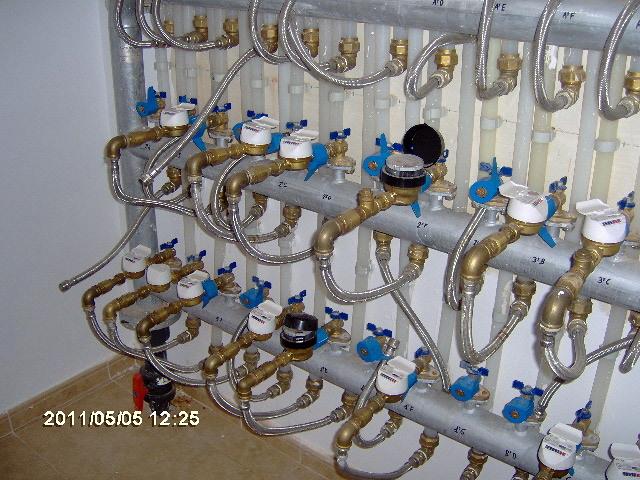 Colector de agua sanitaria de edificio comunitario
