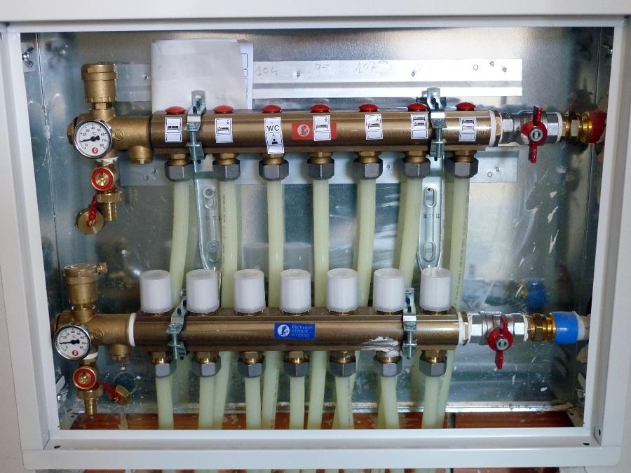 Foto colector suelo radiante de instalaciones d ez y for Suelo radiante por agua