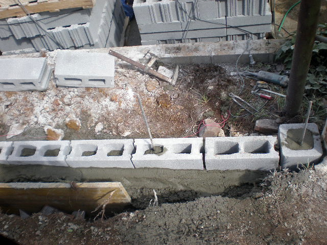 Foto colocaci n de bloques de hormigon de corema for Cuanto cuesta una piscina de hormigon