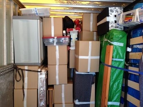 Foto: Colocacion de Cajas Muebles en el Camion de Mudanzas Niro S.L. ...