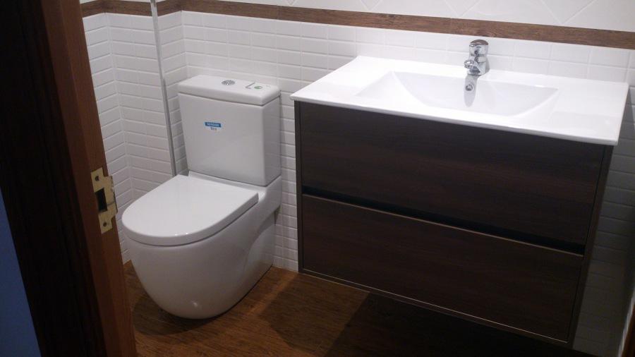 Colocación de muebles de baño y sanitarios