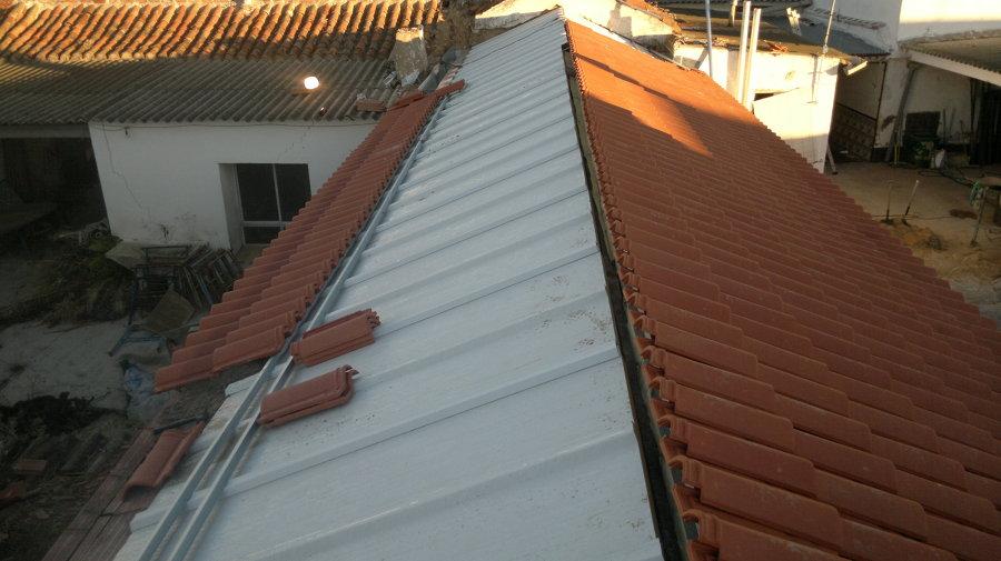 Casa residencial familiar reforma una casa vieja precio for Tejados de madera y teja
