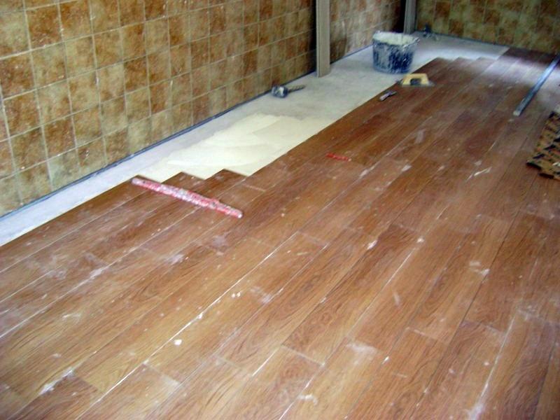 Foto colocacion de piso tipo madera formato tablilla de Tipos de pisos de madera