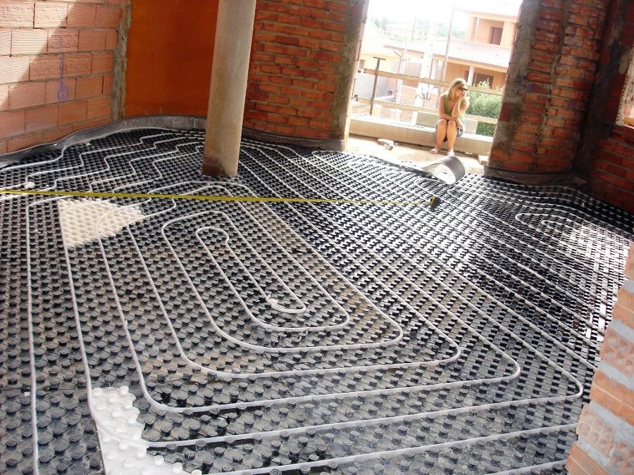 Foto colocaci n de suelo radiante sistema uponor de - Colocacion suelo radiante ...