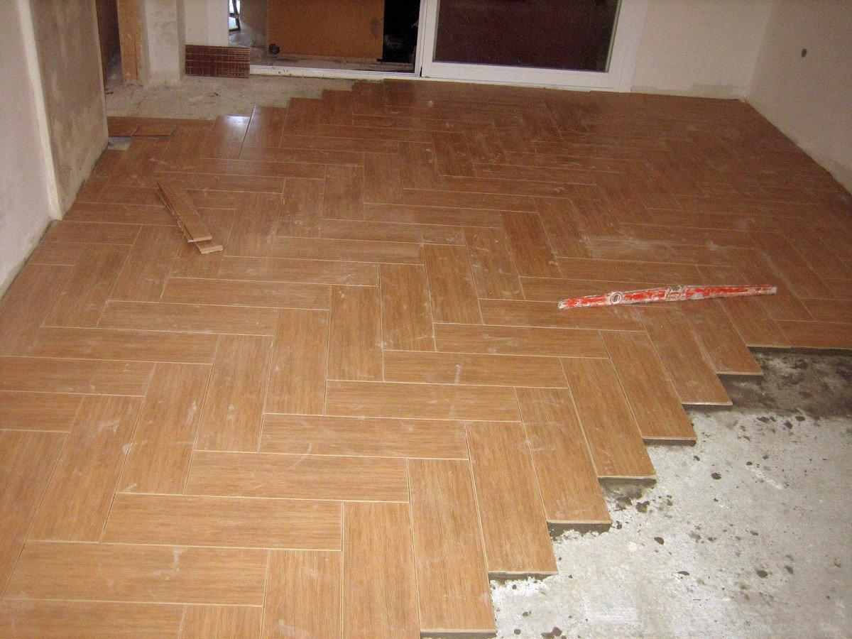Foto colocaci n suelo a espiga de md reformas construcciones y multiservicios 239332 - Soleria imitacion madera ...
