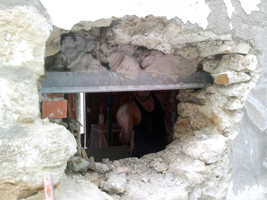 Foto colocaci n ventana en muro de carga de piedra natural de 1 20m de ancho de obres i - Colocacion piedra natural ...