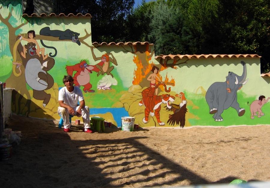 Comienzo trabajo en pintura decorativa sobre un muro para un particular. Encinar del Alberche.