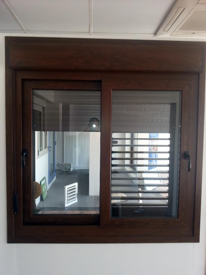 foto compacto pvc ecoven plus nogal de at finestres s l
