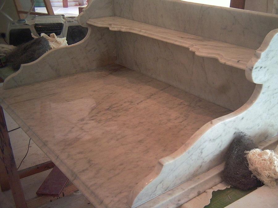 Foto repisa de m rmol 150 a os de antig edad de - Repisas de marmol ...